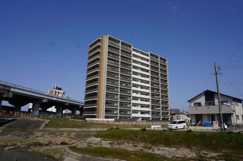【外観】2010年築のマンションです。