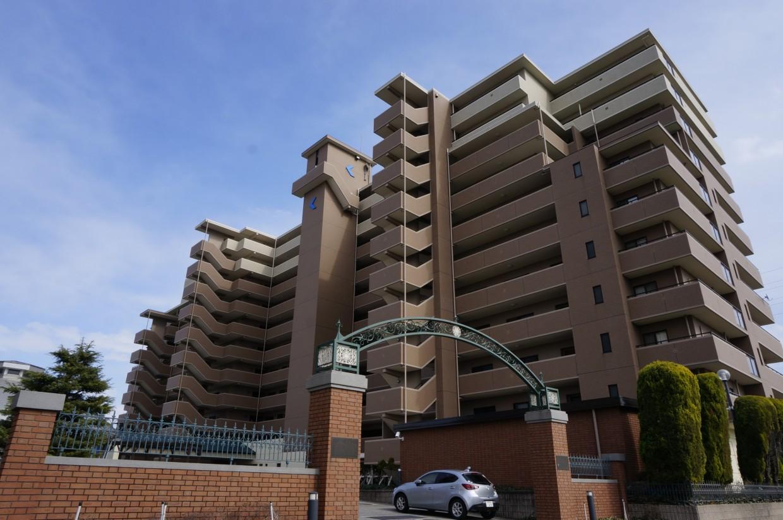 【外観】2000年築のマンションです。